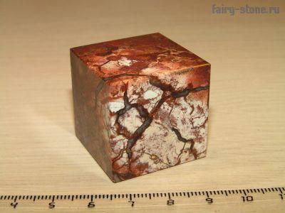 Куб из яшмыТашбулатовской (30мм)