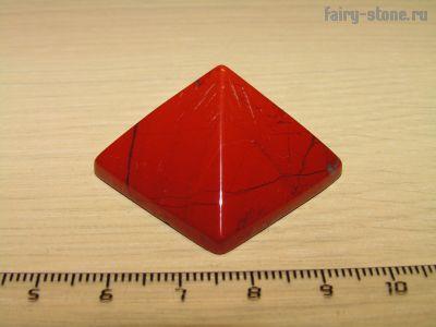 Пирамидка из красной яшмы (31мм)